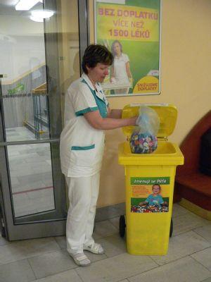 V Nemocnici Podlesí pomáhají prostřednictvím PET víček handicapovanému chlapci